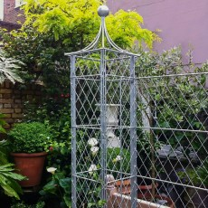 Bespoke-wirework-pillar