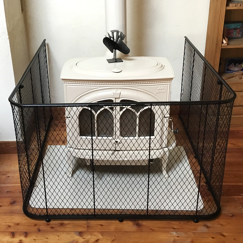 Large mesh guard with woodburning stove