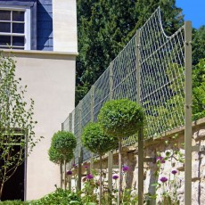 Wall Top Trellis with Front Fix Posts