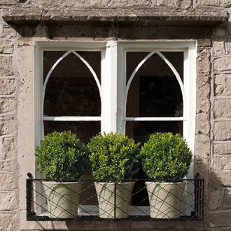 Windowbox-with-pots