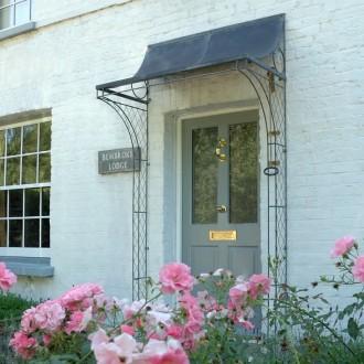 bembrook-lodge-scoop-porch