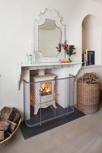 Traditional nursery fireguard and stove